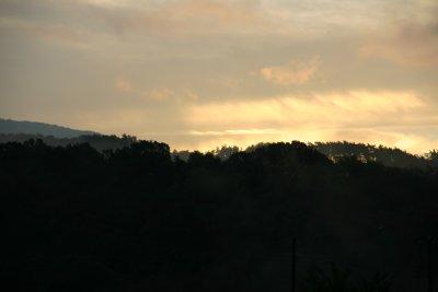 雨上がりの日の出