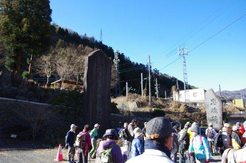 01笹子隧道記念碑