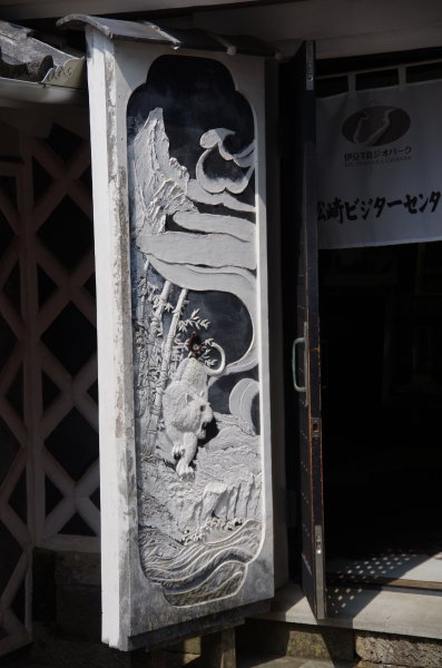 21_左扉の鏝絵