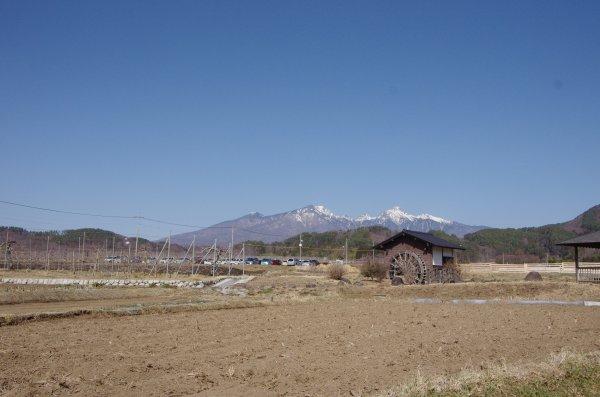 02_水車と八ヶ岳